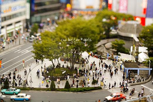 新宿駅東口前広場…